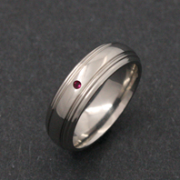 Titanium Ring - Ruby Arcturus