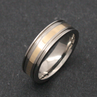 Titanium Ring - Gold Zaket